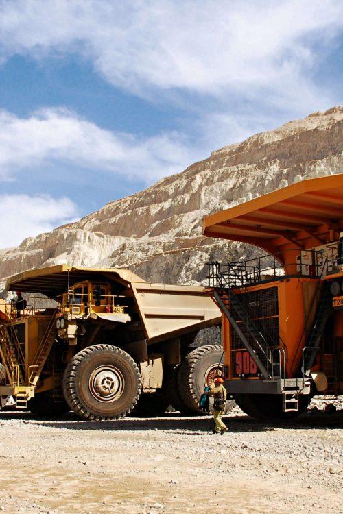 01A_MTU_dump-truck-engine
